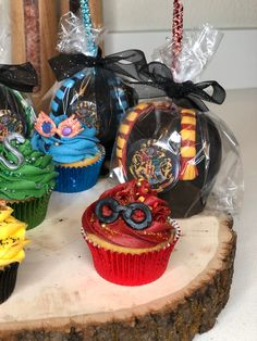 Ravenclaw cupcakes completed in correct house colors. Ravenclaw apple scarf completed with a dark and light blue... looked better. Light In The Dark, Light Blue, Themed Cupcakes, Ravenclaw, Chocolate Covered, Caramel Apples, House Colors, Baking, Desserts
