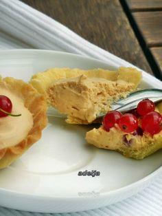 Песочные корзиночки с карамельной пенкой : Торты, пирожные