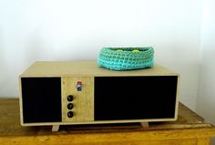 The Tableau audio system is an hifi grade stand-alone active speakersystem with headless streaming audio and bluetooth. It has a mad amount of bass in a groovy retro package.