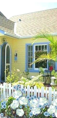 Yellow Cottage, Blue Yellow, Pergola, Outdoor Structures, Outdoor Decor, Corner, Home Decor, Decoration Home, Room Decor