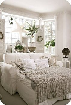 Cool guest room idea... could be useful for future sleepovers for kidlet as well.