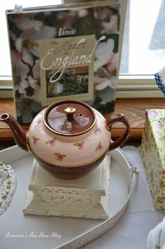 "Bernideen's Tea Time Blog: TAKING TEA IN COMFORT for ""Friends Sharing Tea"""
