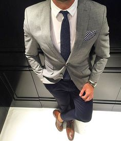 Love the gray/blue color combination with the simple white shirt. I'm real simple, so I would like a pair of gray or blue Oxfords, WITH SOCKS!