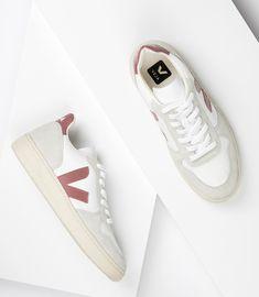 moda jeans y zapatillas mujer \ jeans y zapatillas mujer Dior Sneakers, Veja Sneakers, Sneakers Mode, Sneakers Fashion, Fashion Shoes, Fashion Jewelry, Looks Con Converse, Slow Fashion, Moda Masculina