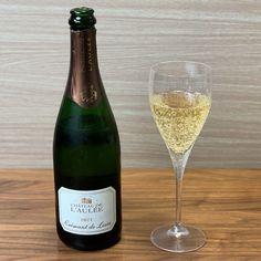 ワイン専門商社フィラディス直営、Firadis WINE CLUBさんから毎月届く「有名産地の基本ワイン+合う料理のレシピ」🍷今月はフランス・ロワール産のスパークリングワインが届きました🍾 White Wine, Alcoholic Drinks, Club, Glass, Drinkware, Corning Glass, White Wines, Liquor Drinks, Alcoholic Beverages