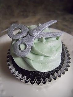 Salon Cupcakes...who in the kansas city area can make these for me...so cute!