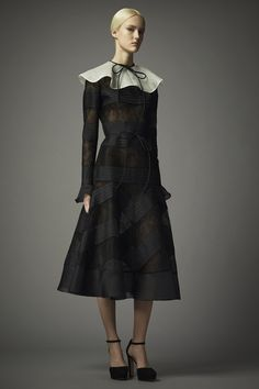 "Valentino Pre-Fall 2014 <a href=""http://Style.com"" rel=""nofollow"" target=""_blank"">Style.com</a>"