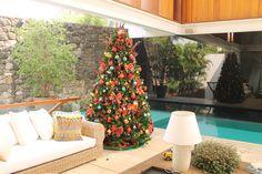 Christina Paolucci Bicalho. Montagem e Desmontagem de árvore de Natal. http://www.clausprime.com.br