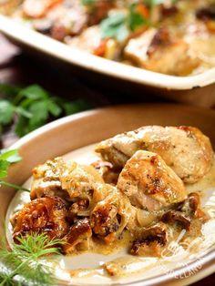 Chicken breasts with mushrooms and cream - Facili facili, e gustosissimi, i Petti di pollo con funghi e panna portano in tavola la genuinità e la tradizione delle ricette della nonna. #pettodipolloconfunghi