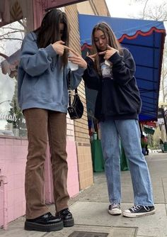 Discover recipes, home ideas, style inspiration and other ideas to try. Grunge Outfits, Tumblr Outfits, Retro Outfits, Outfits For Teens, Trendy Outfits, Vintage Outfits, Cool Outfits, Fashion Outfits, Fashion Jobs