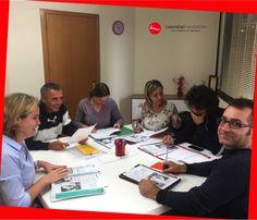 I corsisti presso Leomilla Translation. Gruppo di professionisti che studiano inglese. The power of words!