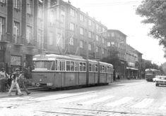 1970-es évek, Újpest, Árpád út. 10-es járatszámú Bengálik haladnak a Váci út felé is, és Rákospalota felé is. A háttérben még áll az Alkotmány mozi! Jobb oldalon a Lada egy taxi és még nincs rajta szabadjelző! (1971)