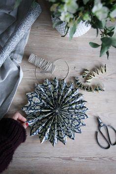 DIY: Enkel julstjärna - Lovely Life Swedish Christmas, Natural Christmas, Scandinavian Christmas, Rustic Christmas, Simple Christmas, Vintage Christmas, Handmade Christmas Decorations, Xmas Decorations, Holiday Crafts