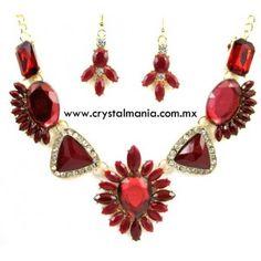 Set de collar y aretes en base dorada con cristales y detalles en color rojo estilo 30514