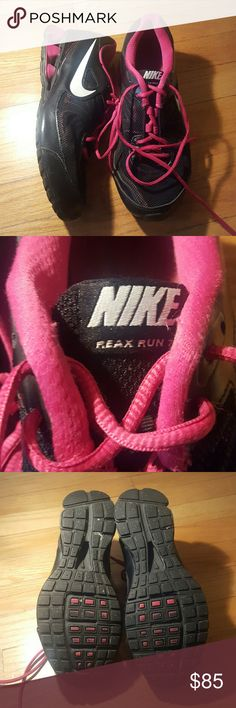 *make an offer* Nike Reax 7 Black and pink Excellent condition. Really cute and comfortable! Perfect for running! Nike Shoes Athletic Shoes