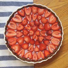 Strawberry Cream Pie •• Vegan, Gluten-Free, Sugar-Free  Recipe: http://deliciouslyella.com/strawberry-cream-pie-vegan-gluten-free-dairy-free-sugar-free/
