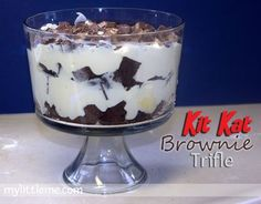 Kat Brownie Trifle Recipe - My Little Me We made this Kit Kat Brownie Trifle recipe for my sons thirteenth birthday party. It was a hit!We made this Kit Kat Brownie Trifle recipe for my sons thirteenth birthday party. It was a hit! Chocolate Trifle Desserts, Brownie Trifle, Pudding Desserts, Dessert Recipes, Sweet Desserts, Sweet Recipes, Delicious Desserts, Kit Kat Brownies, Twix Cake