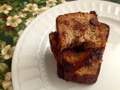 Paleo Chocolate Chip Banana Bread - Fitness and Frozen Grapes Best Paleo Bread Recipe, Paleo Banana Bread, Paleo Recipes, Yummy Recipes, Free Recipes, Healthy Afternoon Snacks, Healthy Vegan Snacks, Paleo Treats, Paleo Chocolate Chips