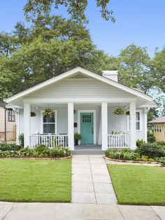 HGTV Magazinetook a spin through Birmingham to round up eye-catching houses loaded with inspiring ideas. HGTV Magazine took a spin through Birmingham to round up eye-catching houses loaded with inspiring ideas. Beach Cottage Exterior, Beach Cottage Style, Beach Cottage Decor, Beach House, Craftsman Bungalow Exterior, Beach Chic Decor, Craftsman Kitchen, Craftsman Bungalows, Craftsman Style