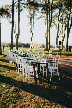 Outdoor dining at Byronviewfarm - Bentwood chairs