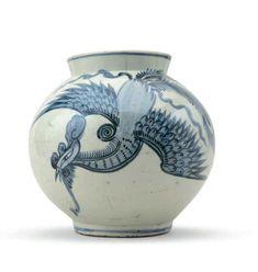 A blue and white porcelain globular jar, Joseon Dynasty, 19th century