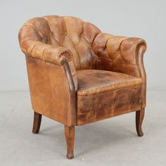 FÅTÖLJ, skinn, 1900-talets första hälft. Till herrummet Chesterfield Chair, Armchair, Accent Chairs, Lounge, Decorating, Interior Design, Furniture, Ideas, Home Decor