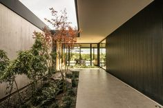 Dark and Dashing Exterior in Black: Contemporary LL House in Argentina Modern Courtyard, Courtyard House, Axonometric View, Architect Jobs, Casa Patio, Exposed Concrete, Urban Setting, Modern Exterior, Interior Modern