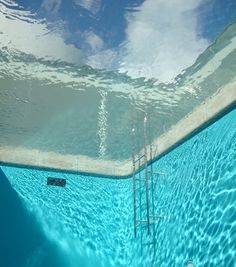the swimming pool we enjoyed on hot summer days in the late fifties/early sixties (Leandro Erlich : Swimming Pool) Aesthetic Objects, Blue Aesthetic, Underwater Photography, Under The Sea, Summertime, Ocean, Landscape, Wallpaper, Beach