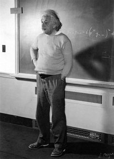 Albert Einstein teaching at Princeton University, New Jersey, United States. New Jersey, Uncle Albert, Modern Physics, Theory Of Relativity, Levels Of Understanding, Albert Einstein Quotes, Albert Einstein Photo, E Mc2, Physicist
