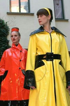 Vinyl Raincoat, Pvc Raincoat, Raincoat Jacket, Yellow Raincoat, Fashion Models, High Fashion, Vynil, Rubber Raincoats, Cape Coat