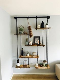 Nachtkastje prachtige combinatie dik hout staal for Hangdecoratie raam