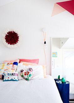 The Design Files Kuvat: Lucy Feagins Moderni koti - A Modern Home Europaconcorsi . Teen Bedding, Teen Bedroom, Home Bedroom, Bedroom Ideas, My New Room, My Room, Girl Room, Australian Interior Design, The Design Files