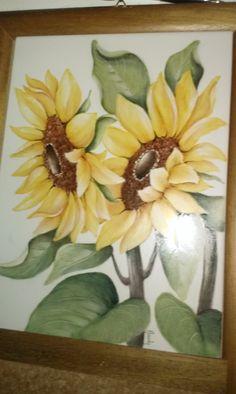 Fernanda Cantoni -  girasoli su piastra di ceramica dipinto a mano.