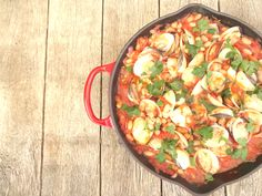 Venusschelpen met witte bonen en tomatensaus Paella, Ethnic Recipes, Food, Meal, Eten, Meals