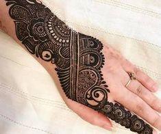 We have Arabic new mehndi designs plane for you. The simple Arabian mehndi design is for beginners. Henna Hand Designs, Mehndi Designs Finger, Peacock Mehndi Designs, Mehndi Designs For Girls, Mehndi Designs For Beginners, Modern Mehndi Designs, Mehndi Design Pictures, Wedding Mehndi Designs, Mehndi Designs For Fingers