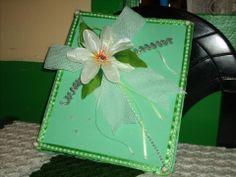 Una linda decoración con encaje, cinta y flores