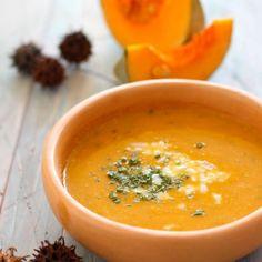 Sopa de camote (boniato), leche de coco y jengibre - El Sabor de lo Bueno Fall Soup Recipes, Pumpkin Recipes, Calabaza Recipe, Vegetarian Recipes, Healthy Recipes, Good Food, Yummy Food, Healthy Menu, Winter Soups