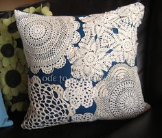 New Crochet Pillow Vintage Lace Doilies Ideas Doilies Crafts, Paper Doilies, Crochet Doilies, Fabric Crafts, Sewing Crafts, Sewing Projects, Diy Crafts, Crochet Pillow, Doily Art