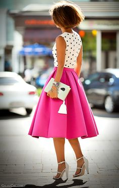Perfect SUMMER! style with pleated midi skirt and the cutest book clutch.