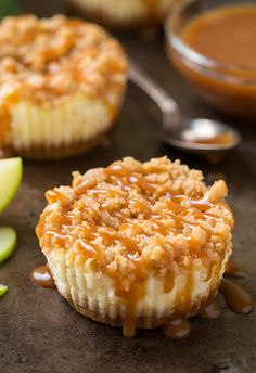 Caramel Apple Mini Cheesecakes with Streusel Topping - Cooking Classy - - My friend Heather made these and they were delicious! Mini Desserts, Mini Cheesecake Recipes, Caramel Apple Cheesecake, Cheesecake Bars, Apple Desserts, Classic Desserts, Apple Streusel Cheesecake Recipe, Raspberry Cheesecake, Plated Desserts