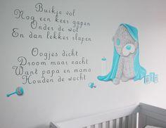 Me to You gedichten Muurschilderingen met gedichten en het Me to You beertje voor in de babykamer. De naam van de baby is subtiel verwerkt in de schildering. Kan op vele manieren/lettertypes/gedichten gemaakt worden door BIM Muurschildering.  Murals Me to you bear