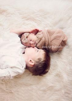 Tulsa Newborn Photographer Specializing in Newborn Photography and Sibling Photography www.tgnewborns.com