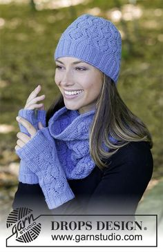 Stay warm / DROPS - free knitting patterns by DROPS design The set includes: knitted hat, collar scarf and wrist warmers with lace pattern. The set is knitted. Lace Patterns, Knitting Patterns Free, Free Knitting, Crochet Patterns, Drops Design, Crochet Hood, Free Crochet, Knit Crochet, Wrist Warmers