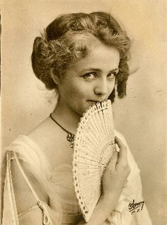 The lovely actress Maude Adams, c.1900