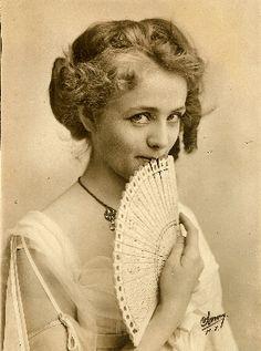 The lovely actress Maude Adams, c.1900