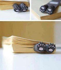 Bear Paws bookmark - I want! Clay Crafts, Diy And Crafts, Cute Bookmarks, Corner Bookmarks, Book Markers, Ideias Diy, Bear Paws, Kitty Paws, Pasta Flexible
