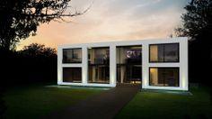 Das Designhaus Pure mit symetrisch angeordnetem Baukörper   Timeless Luxury Group   PURE