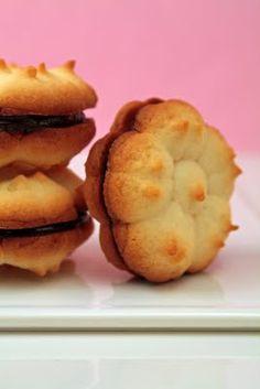 spritz - cookie press sandwich with ganache center Biscuit Cookies, Sandwich Cookies, Xmas Cookies, No Bake Cookies, Spritzer Cookies, Spritz Cookie Press, Goody Recipe, Cookie Recipes, Dessert Recipes