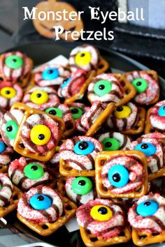 Monster eyeballs pretzels - such a fun treat for the classroom party!