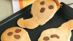 "Halloween Ghost Pancakes - - Begin the day with a ""Boo!"" Ghostly pancakes with orange-flavored syrup are frightfully fun for breakfast. Halloween Desserts, Comida De Halloween Ideas, Postres Halloween, Hallowen Food, Halloween Cupcakes, Halloween Ghosts, Easy Halloween, Healthy Halloween Treats, Halloween Recipe"